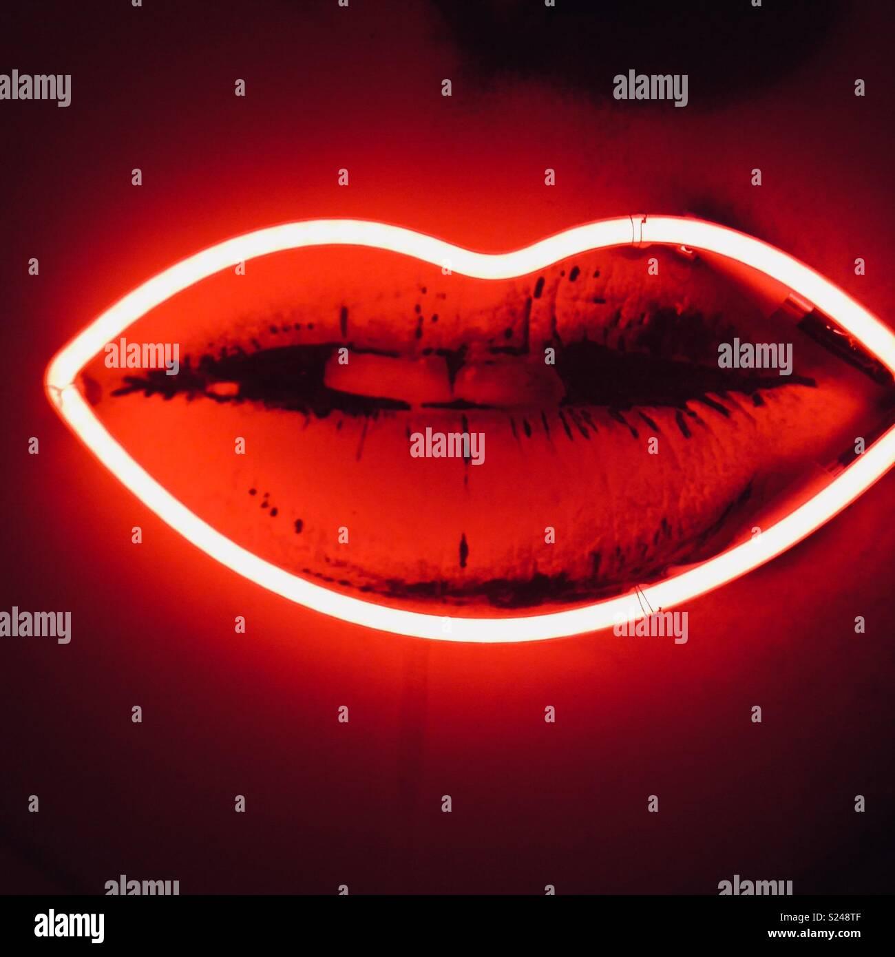 Los labios rojo neón Imagen De Stock
