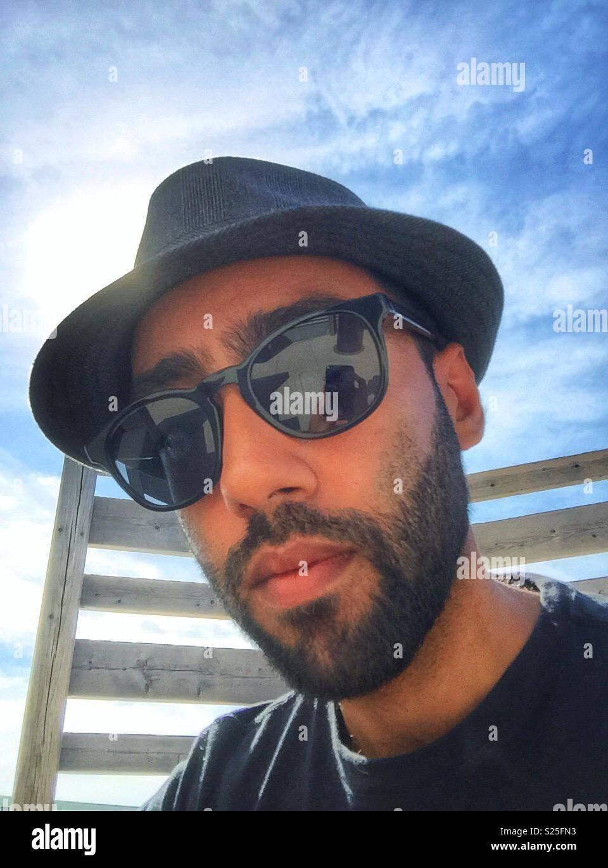 Sol Imagen Hombre Fotoamp; De Gafas Stock Y Un Una Llevaba Gorra I92YWDEH