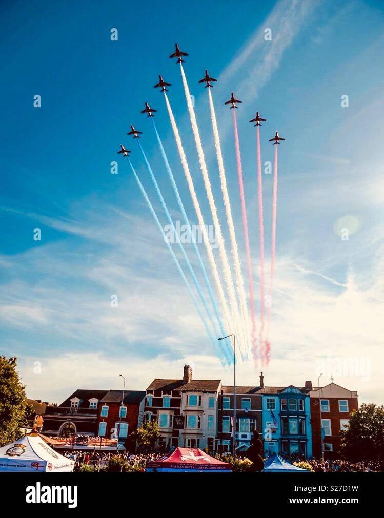 Fin de semana de las fuerzas armadas, Cleethorpes. Las flechas rojas muestran Imagen De Stock