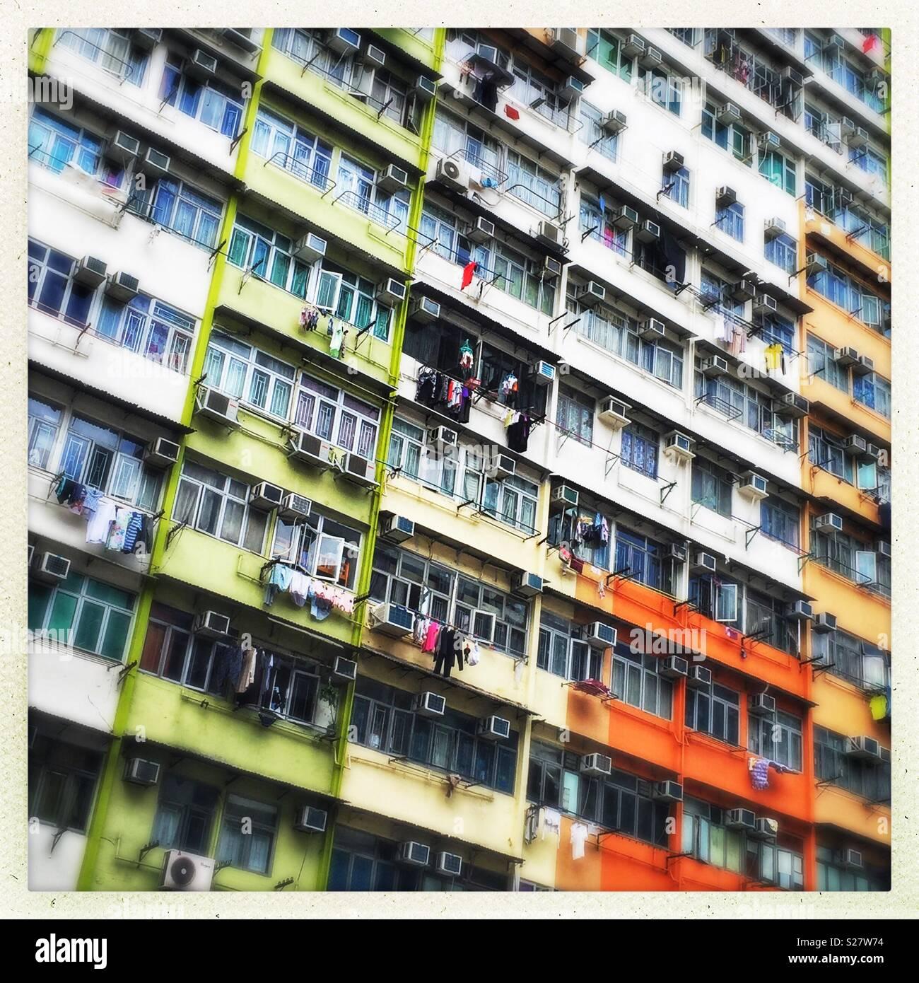 Bloque de apartamentos de estilo antiguo en Kwa Wan, Kowloon, Hong Kong Imagen De Stock