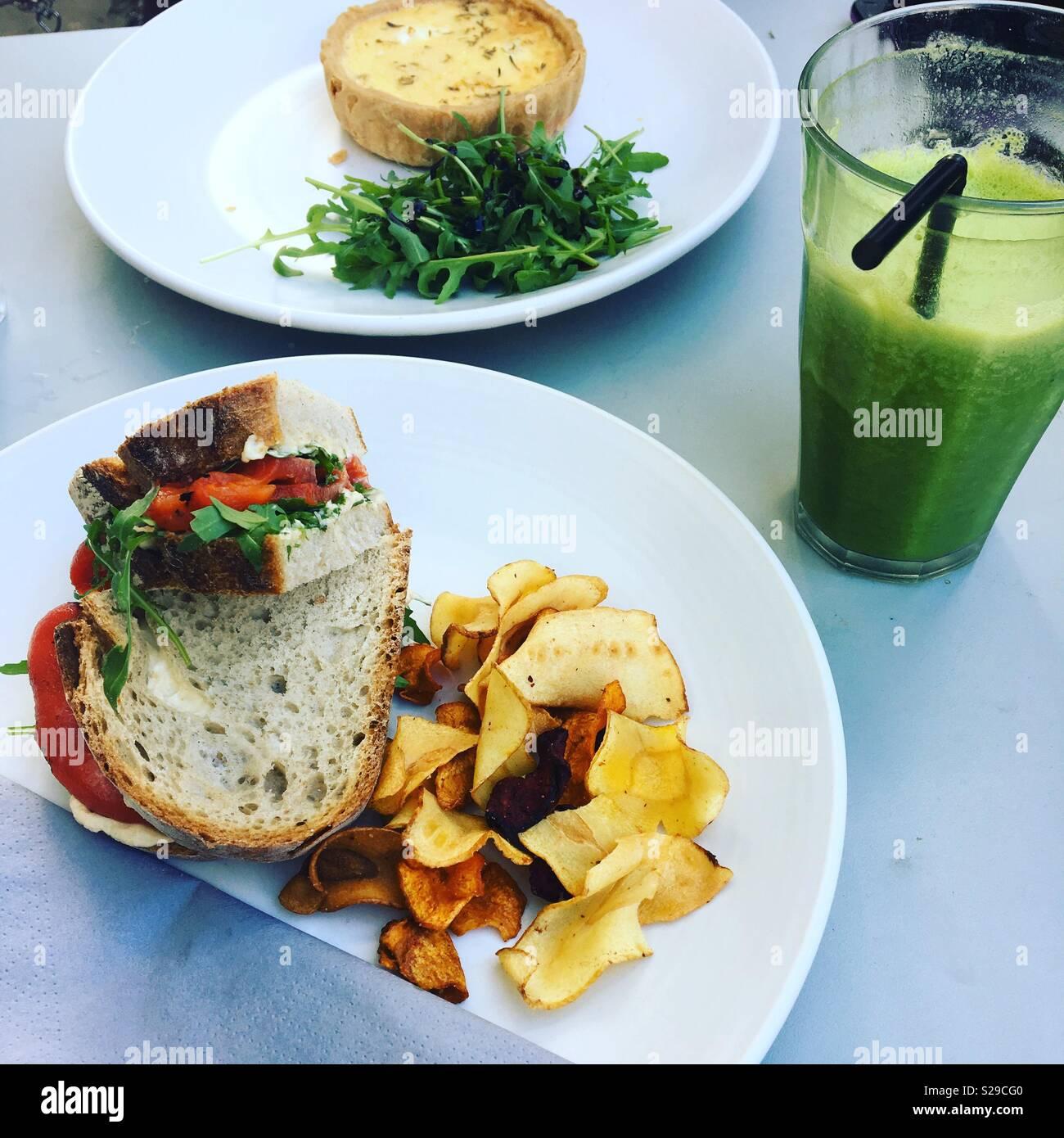 Comida y bebida en el café Imagen De Stock