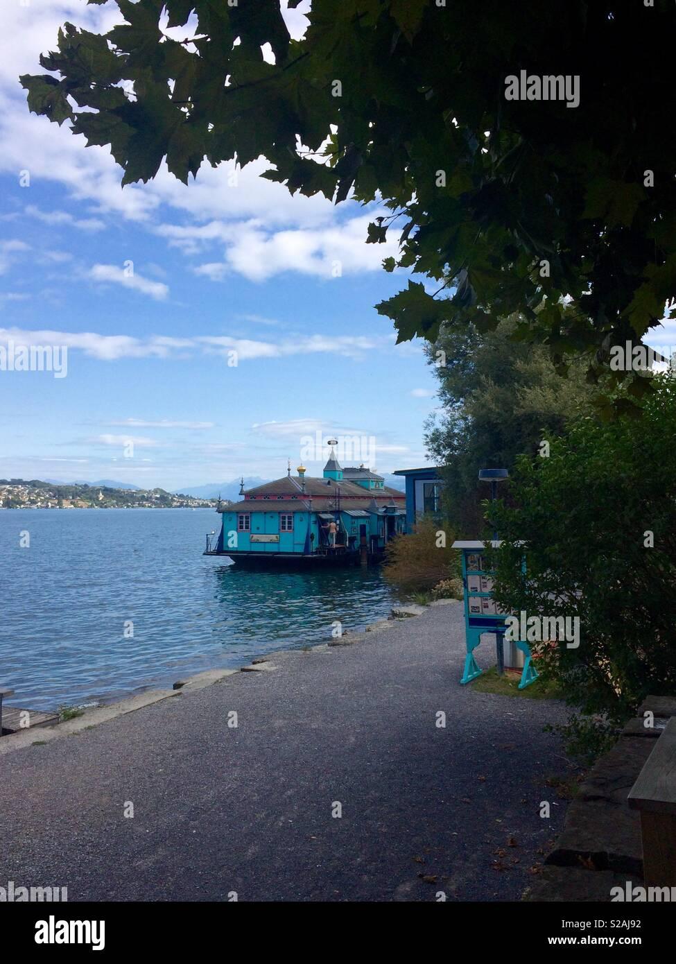 Banos Lago.Vista De Thalwil Badi O Casa De Banos En Zurichsee O Lago De