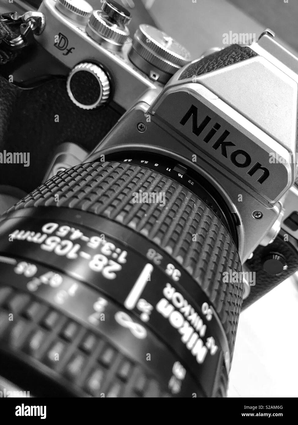 Nikon Camera Imágenes De Stock & Nikon Camera Fotos De Stock - Alamy