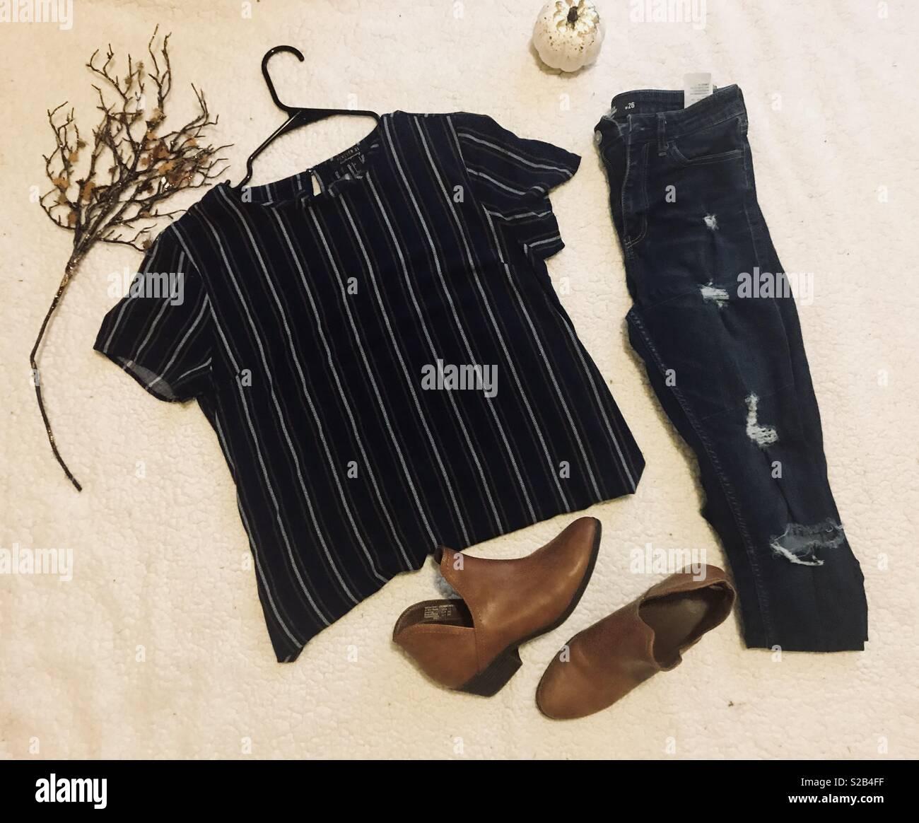 Epoca Otonal Caida De La Moda Para La Mujer Lavado Oscuro Pantalones Vaqueros Rasgados Azul Marino
