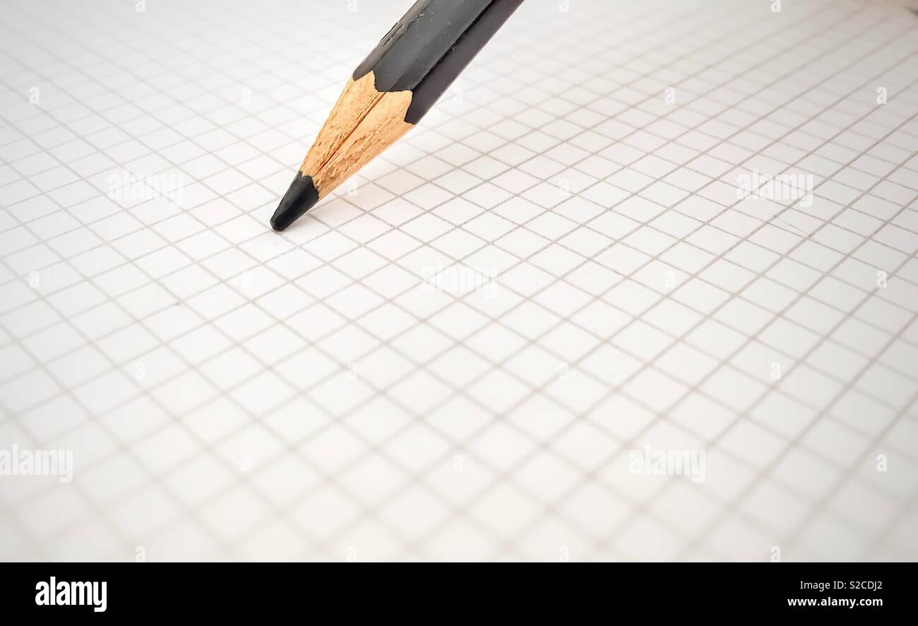 Lápiz negro sobre blanco hoja cuadrada Imagen De Stock