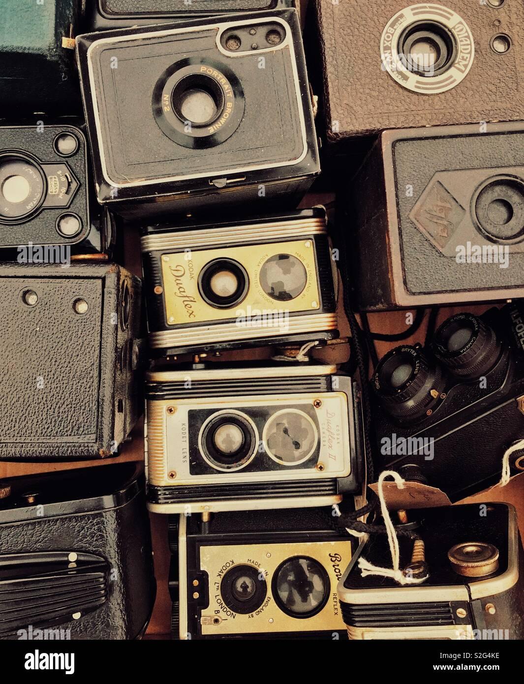 Una colección de cámaras de película antigua Imagen De Stock