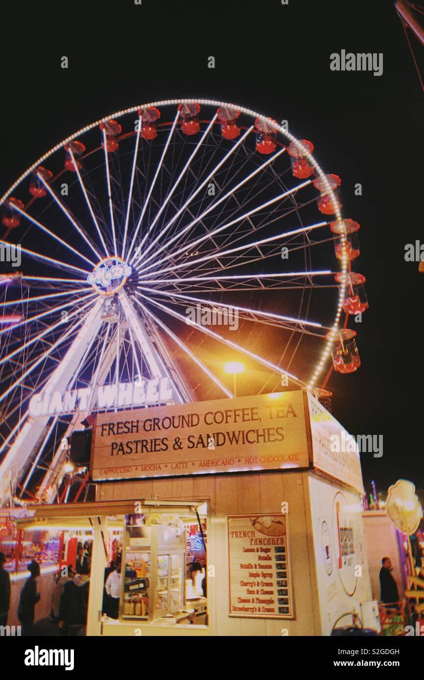 Las luces brillantes en la feria Foto de stock