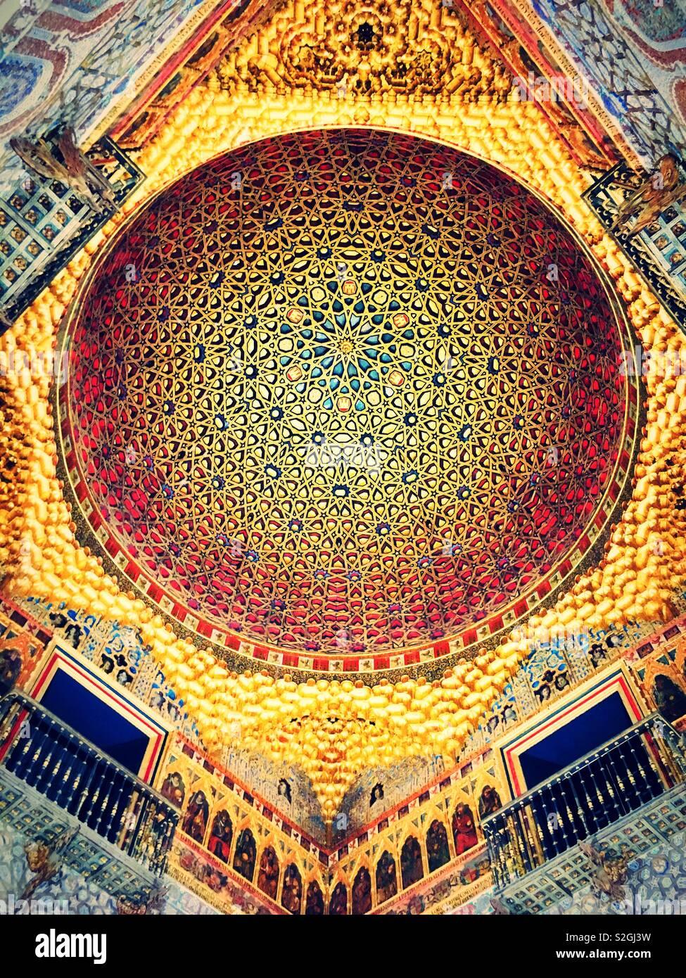 El Real Alcázar de Sevilla - techo Foto de stock