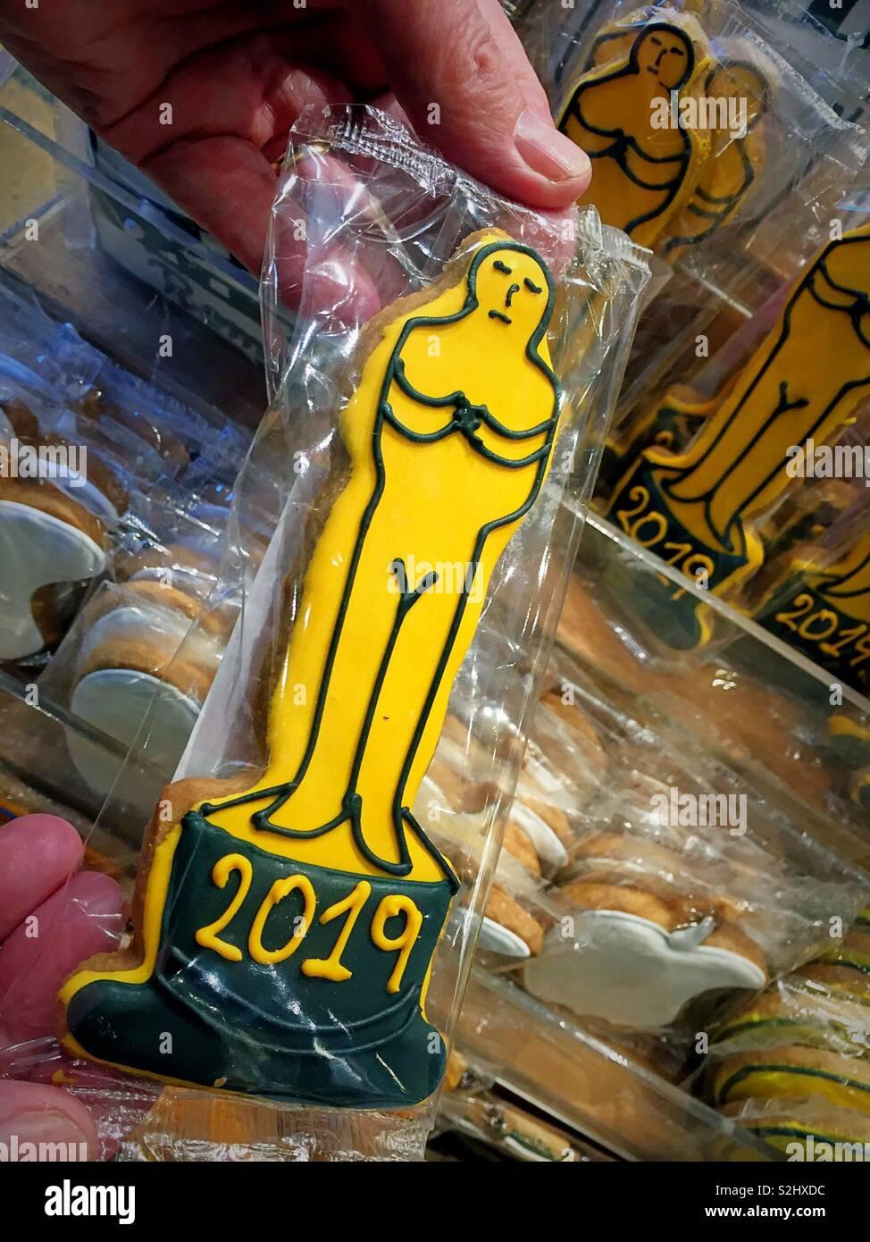 Oscar estatua de oro en forma de cookie para venta en una panadería de la ciudad de Nueva York, Nueva York, EE.UU. Imagen De Stock
