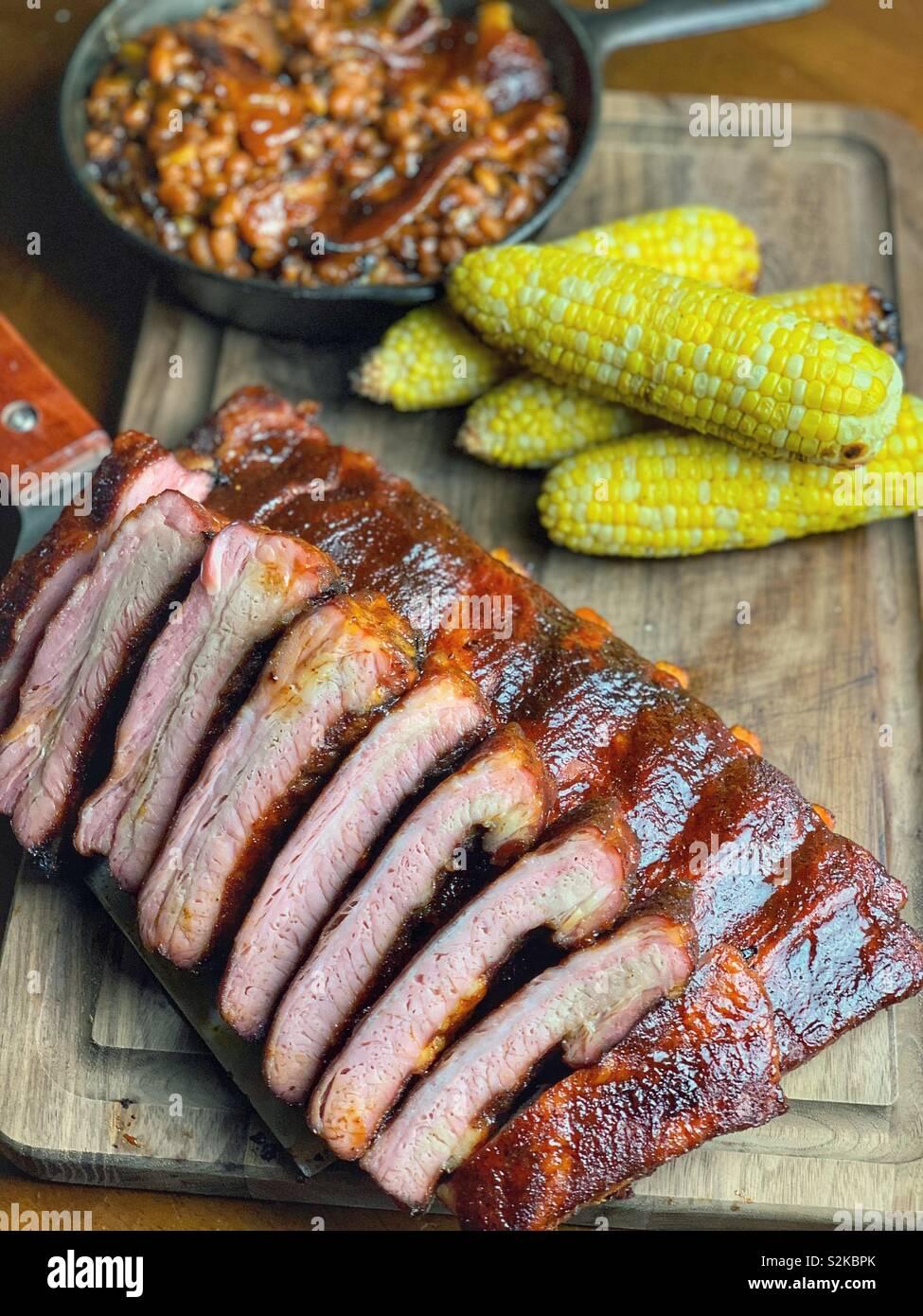 Costillas de cerdo estilo St Louis. Foto de stock