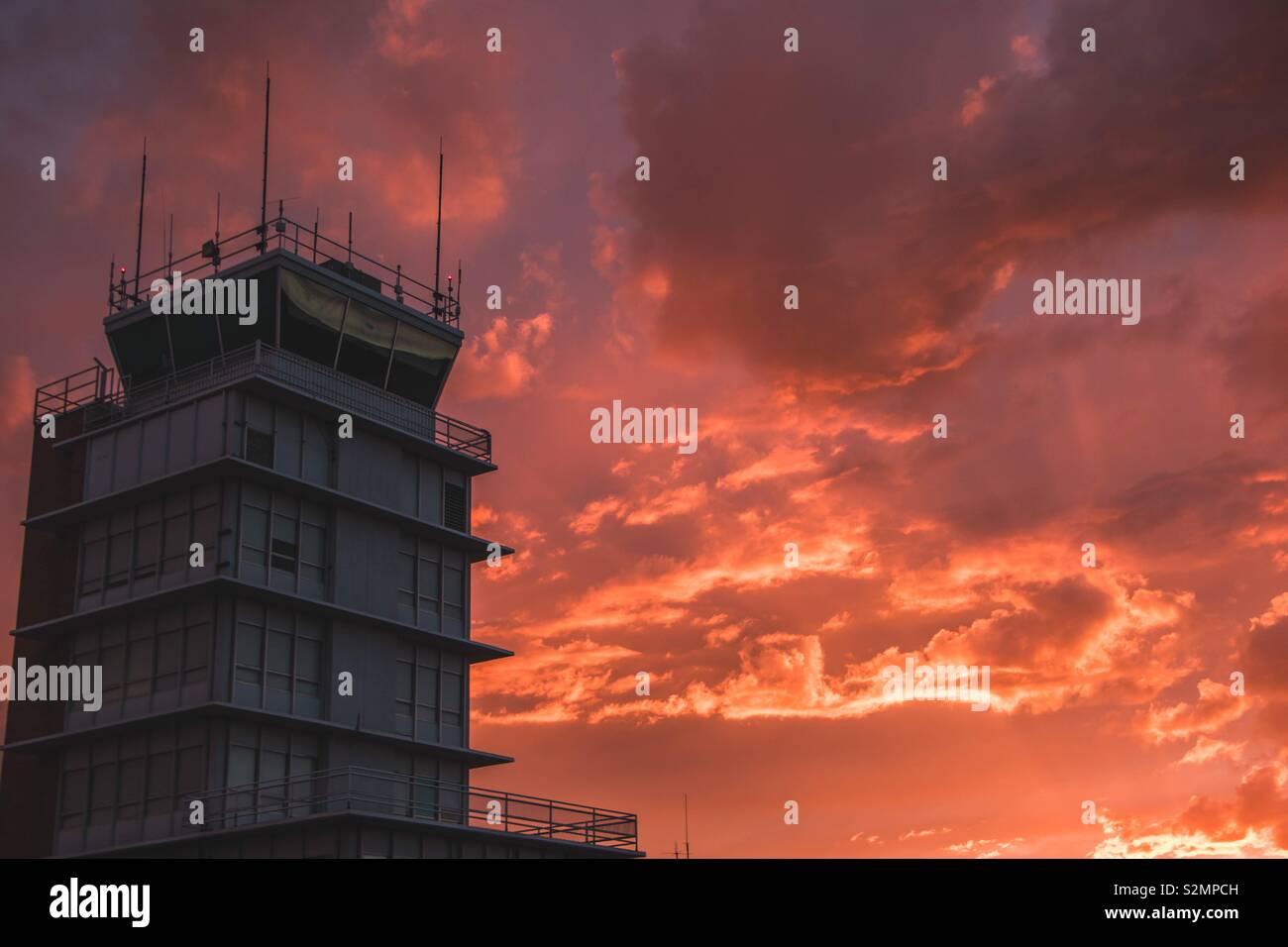 Torre de Control al atardecer Foto de stock