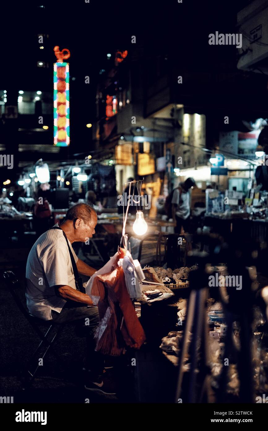 A diario en la calle Temple Street snap de Hong Kong Foto de stock