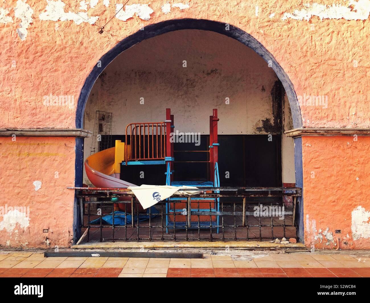 La propiedad abandonada en Cancún, México Foto de stock