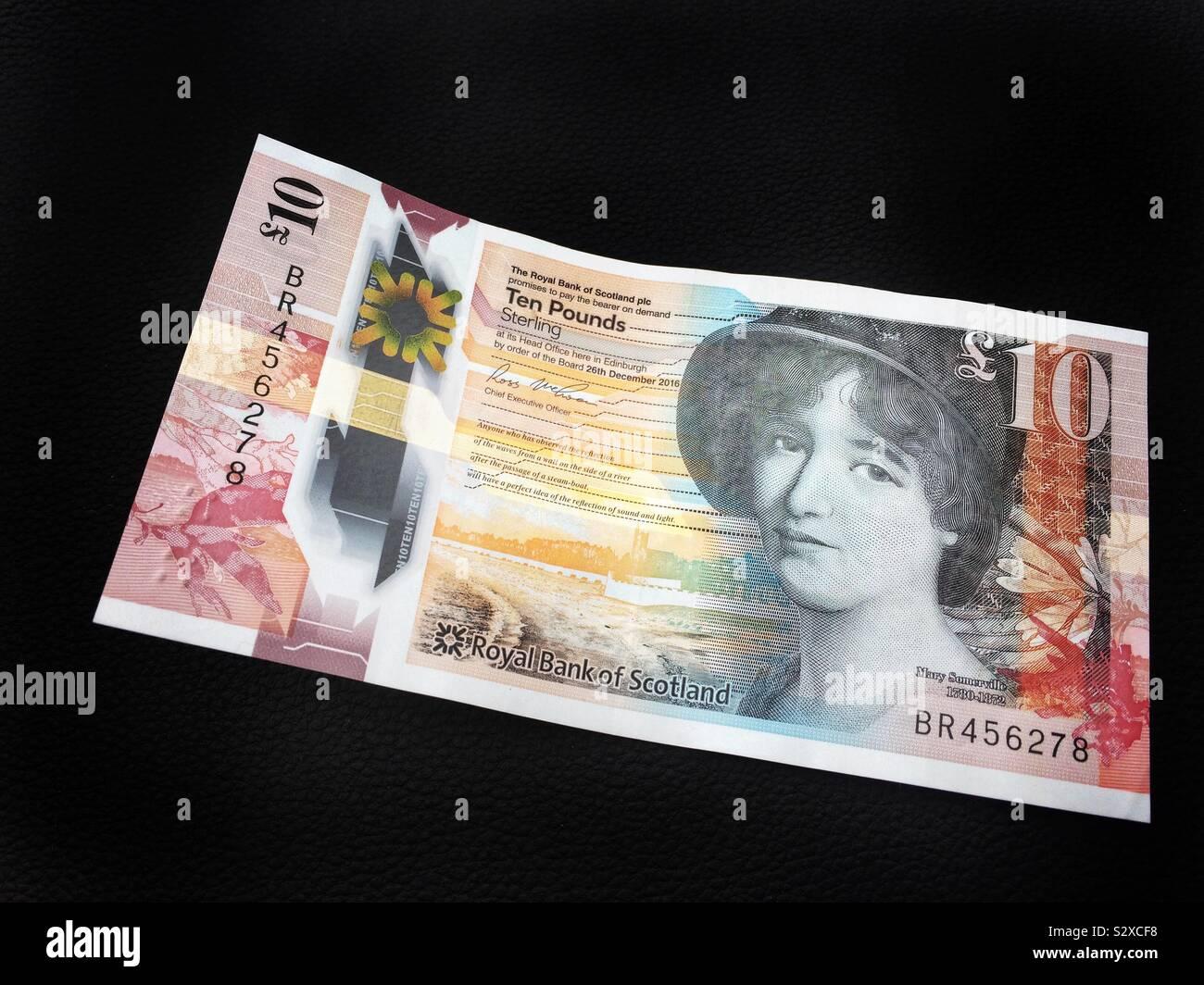 Los billetes de diez libras Scotish sobre un fondo negro con Mary Somerville Foto de stock