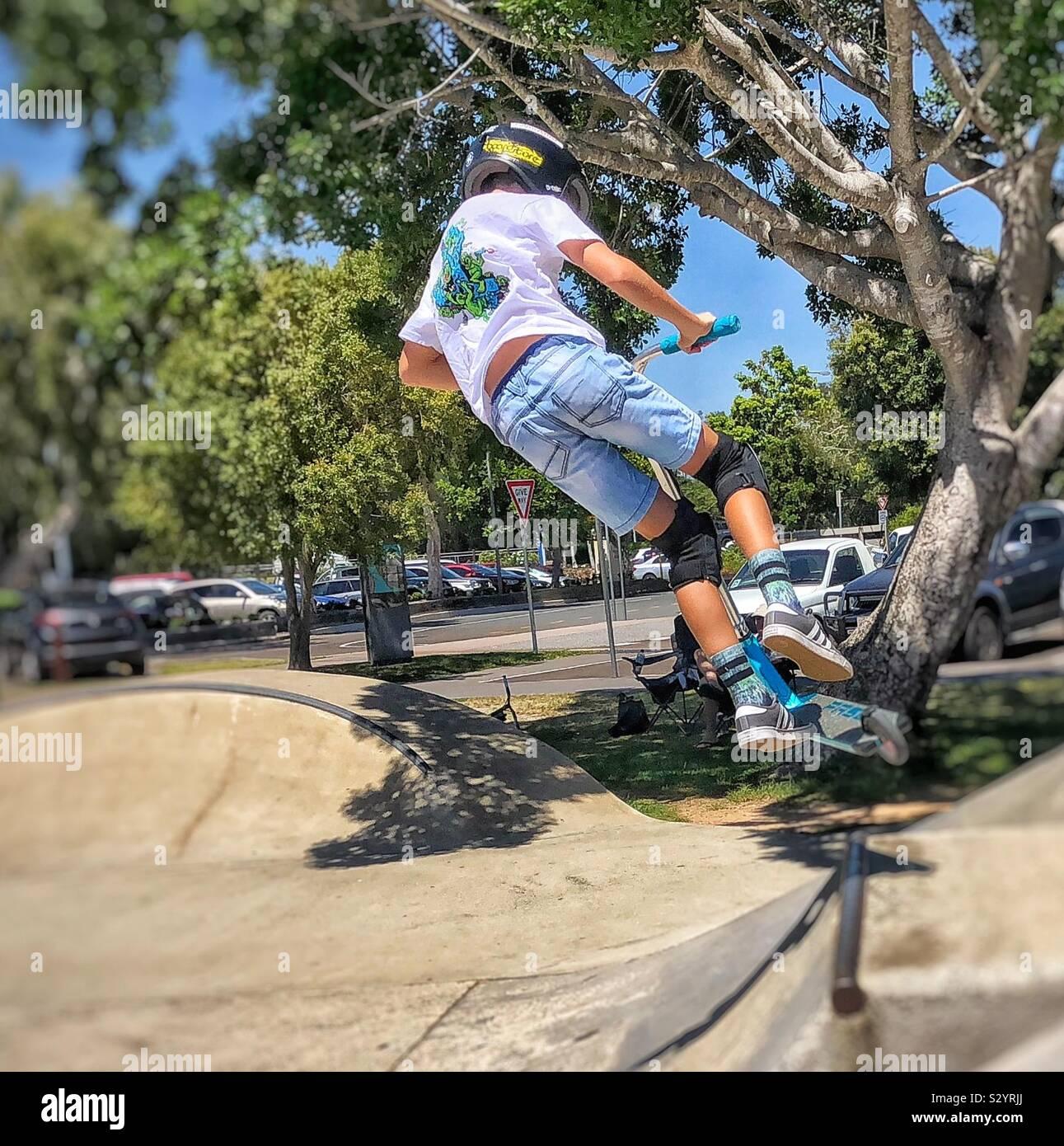 Acción scooter Skateboarding skatepark Foto de stock