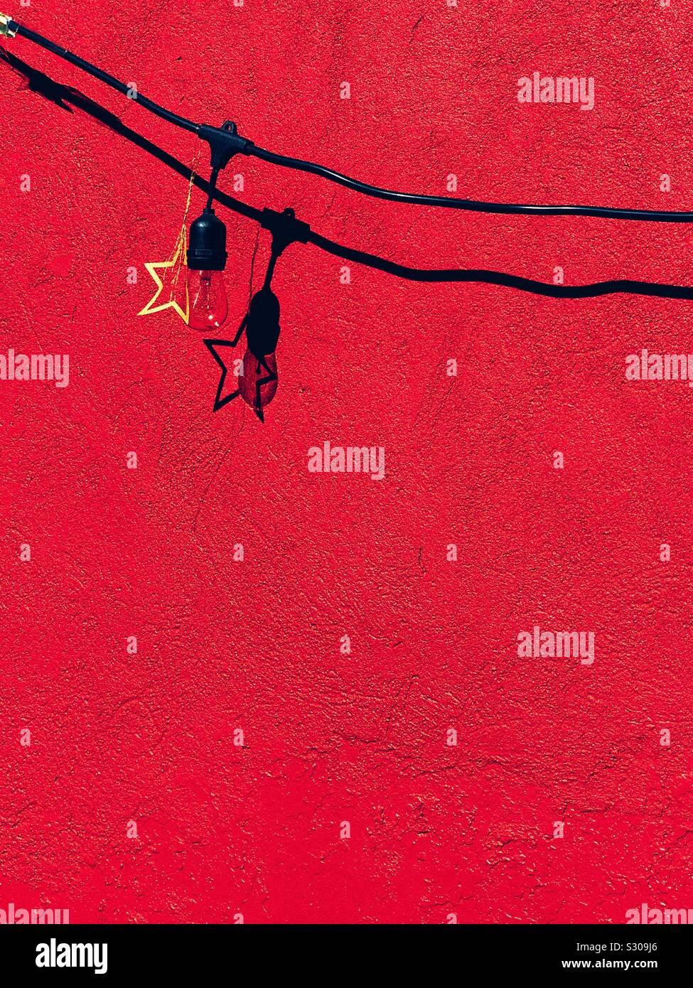 Pared roja con una estrella Foto de stock