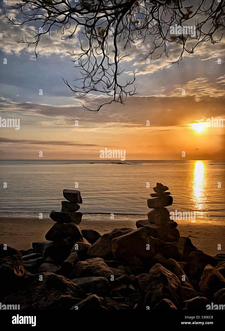 Pilas de piedra pilas de rocas sunrise Foto de stock