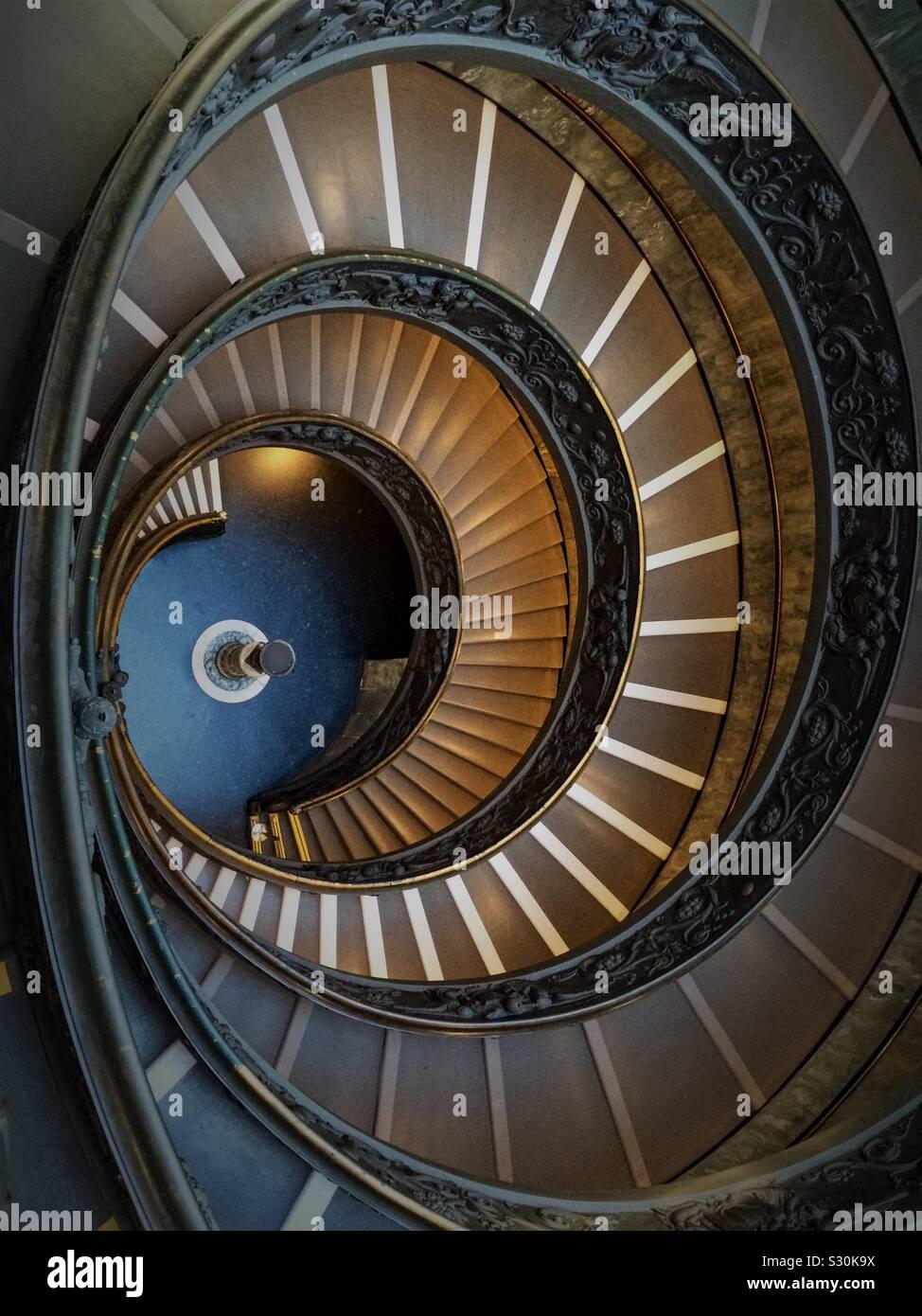 Pasarela escalera en espiral Foto de stock