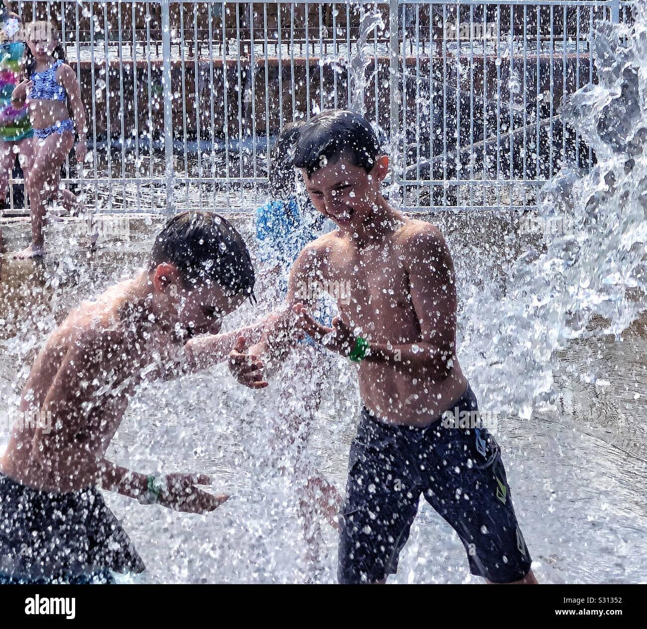 Parque acuático para niños diversión fuera Foto de stock