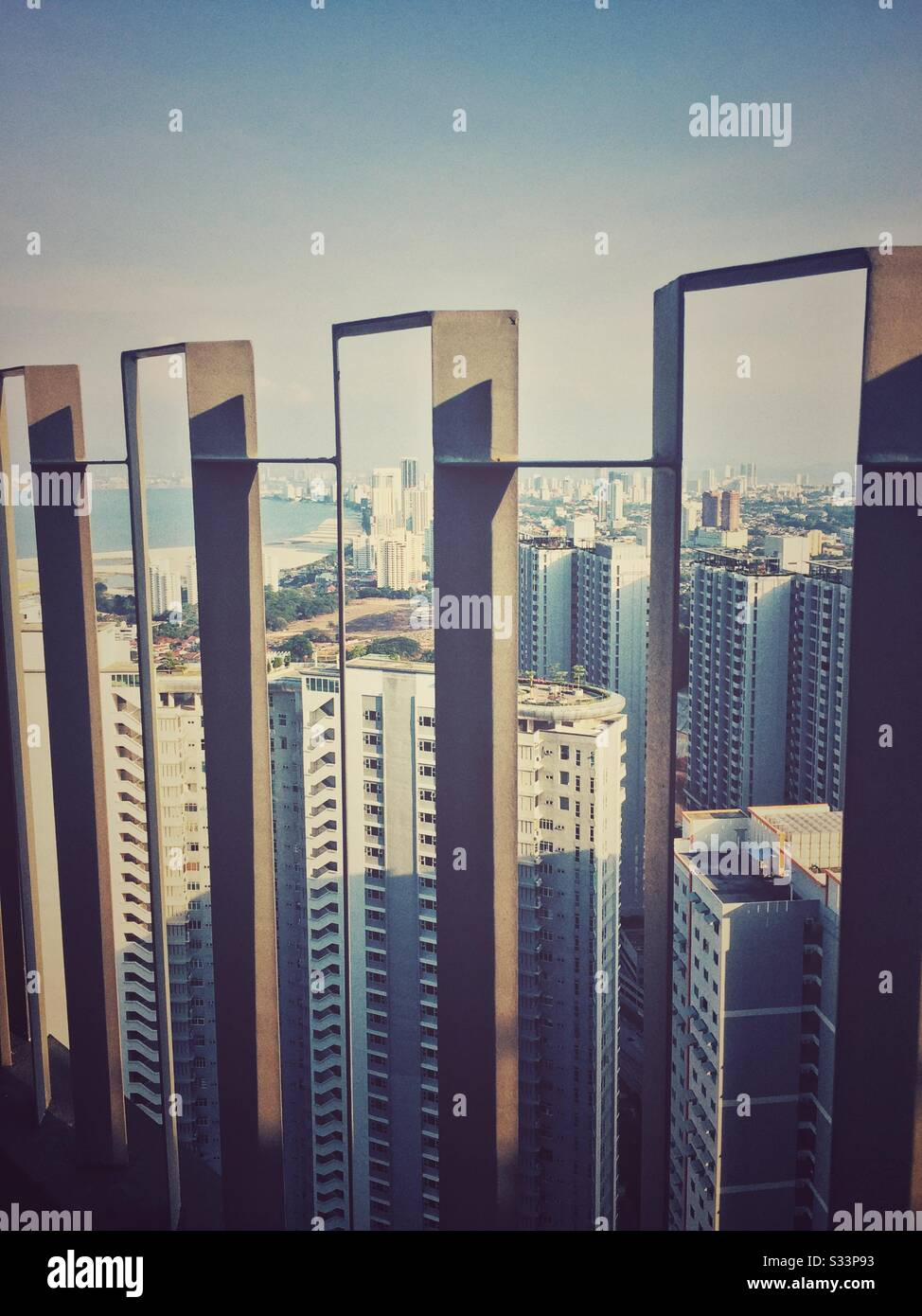Vista a la isla en la parte superior del edificio de gran altura. Foto de stock