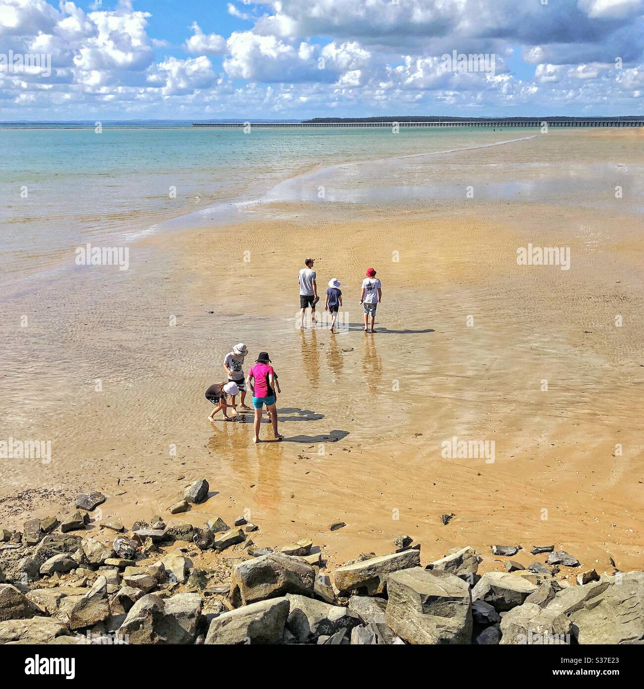 Urangan Pier Hervey Bay Australia estilo de vida COVID-19 Familia de aislamiento Foto de stock