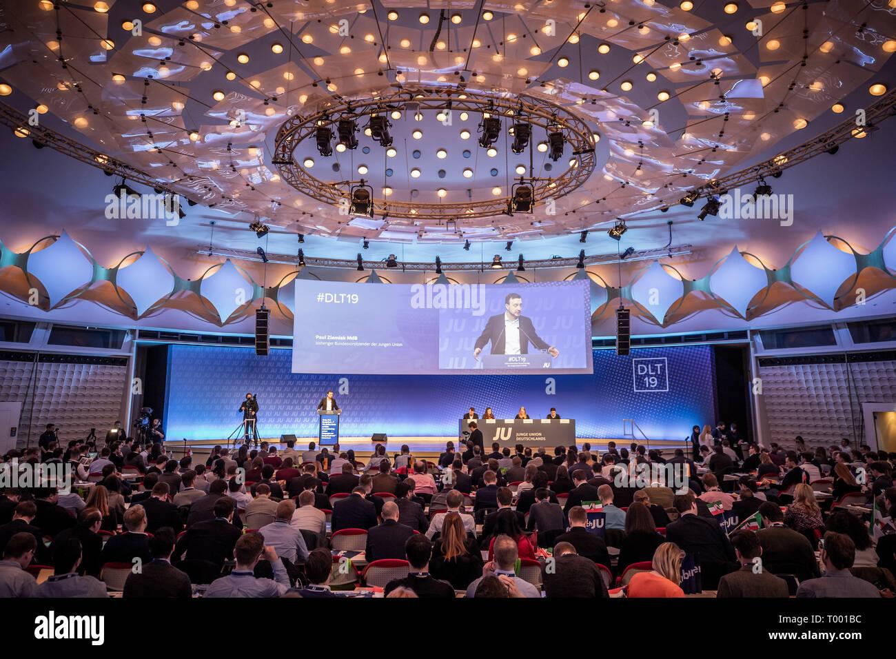 Berlín, Alemania. 16 Mar, 2019. Pablo Ziemiak, Secretario General de la CDU, habla en la extraordinaria Alemania Día de la joven europea. Crédito: Michael Kappeler/dpa/Alamy Live News Foto de stock
