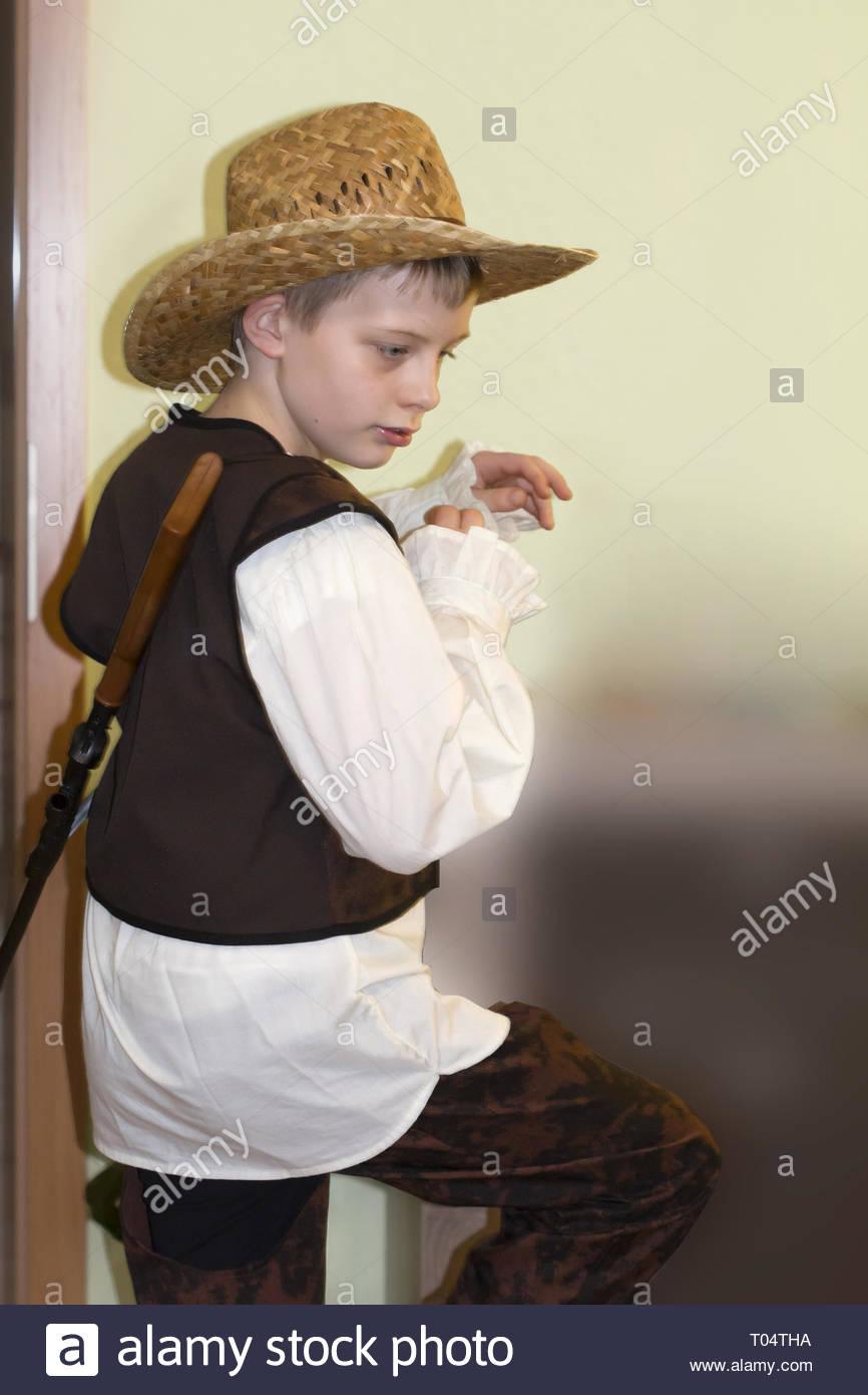 5a4ecc4aa Little Boy In Cowboy Hat Imágenes De Stock   Little Boy In Cowboy ...