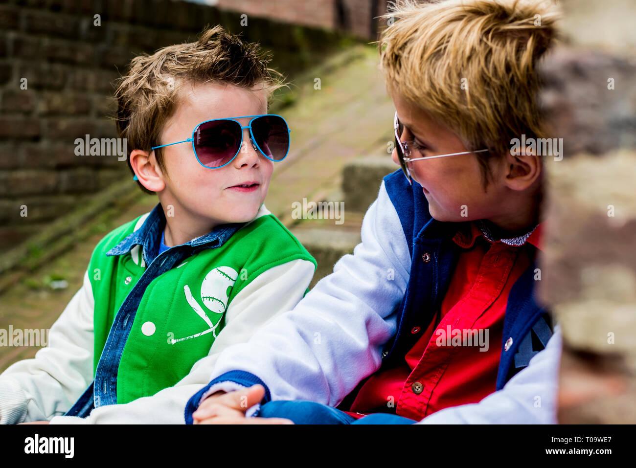 91c0ed72a Niños De Moda Imágenes De Stock & Niños De Moda Fotos De Stock - Alamy