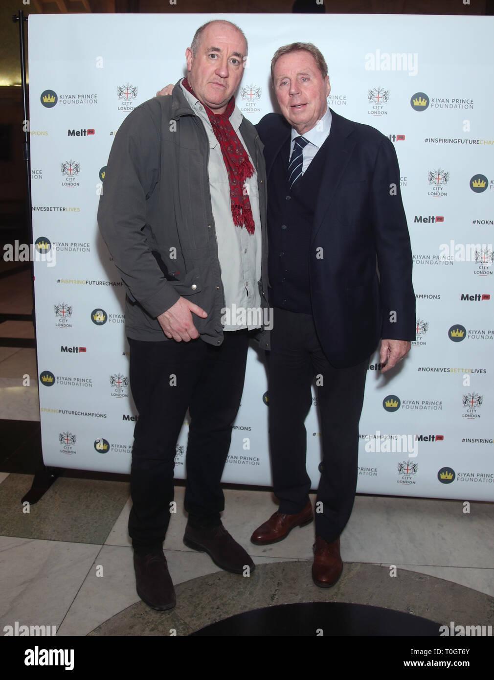 Harry Redknapp (derecha) y el boxeo, el periodista Steve Bunce asistir a una celebración en honor a Dr. Mark Prince OBE, auspiciada por la City of London Corporation, en el Old Bailey, en Londres. Mark de 15 años de edad, hijo, PRÍNCIPE Kiyan, fue brutalmente apuñalado y asesinado por pacíficamente intentando romper una pelea en el exterior de su escuela el 18 de mayo de 2006. Imagen De Stock