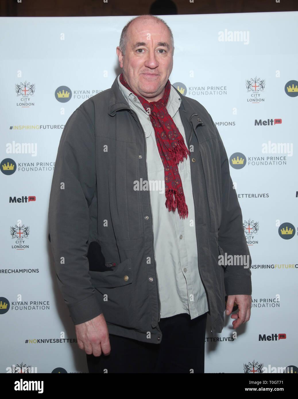Periodista de boxeo Steve Bunce asistir a una celebración en honor a Dr. Mark Prince OBE, auspiciada por la City of London Corporation, en el Old Bailey, en Londres. Mark de 15 años de edad, hijo, PRÍNCIPE Kiyan, fue brutalmente apuñalado y asesinado por pacíficamente intentando romper una pelea en el exterior de su escuela el 18 de mayo de 2006. Imagen De Stock