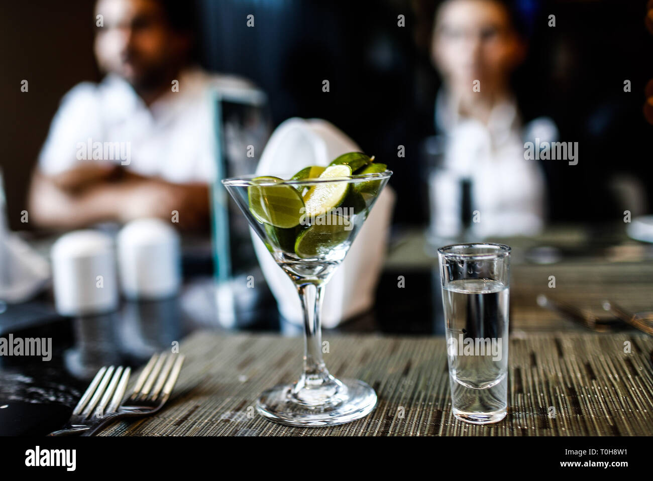 Limones en una Copa y Tequila. Nuevo menú en las áreas de restaurante de hotel Fiesta Americana de Hermosillo perteneciente a Grupo Posadas. (Foto: NortePhoto / Luis Gutiérrez) . pclaves: Imagen De Stock