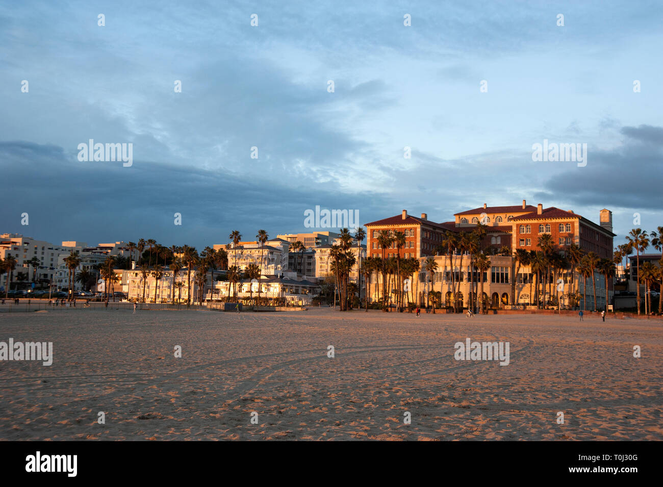 Hoteles de playa persianas y Casa Del Mar a lo largo de la Rambla de Santa Mónica, CA. Foto de stock