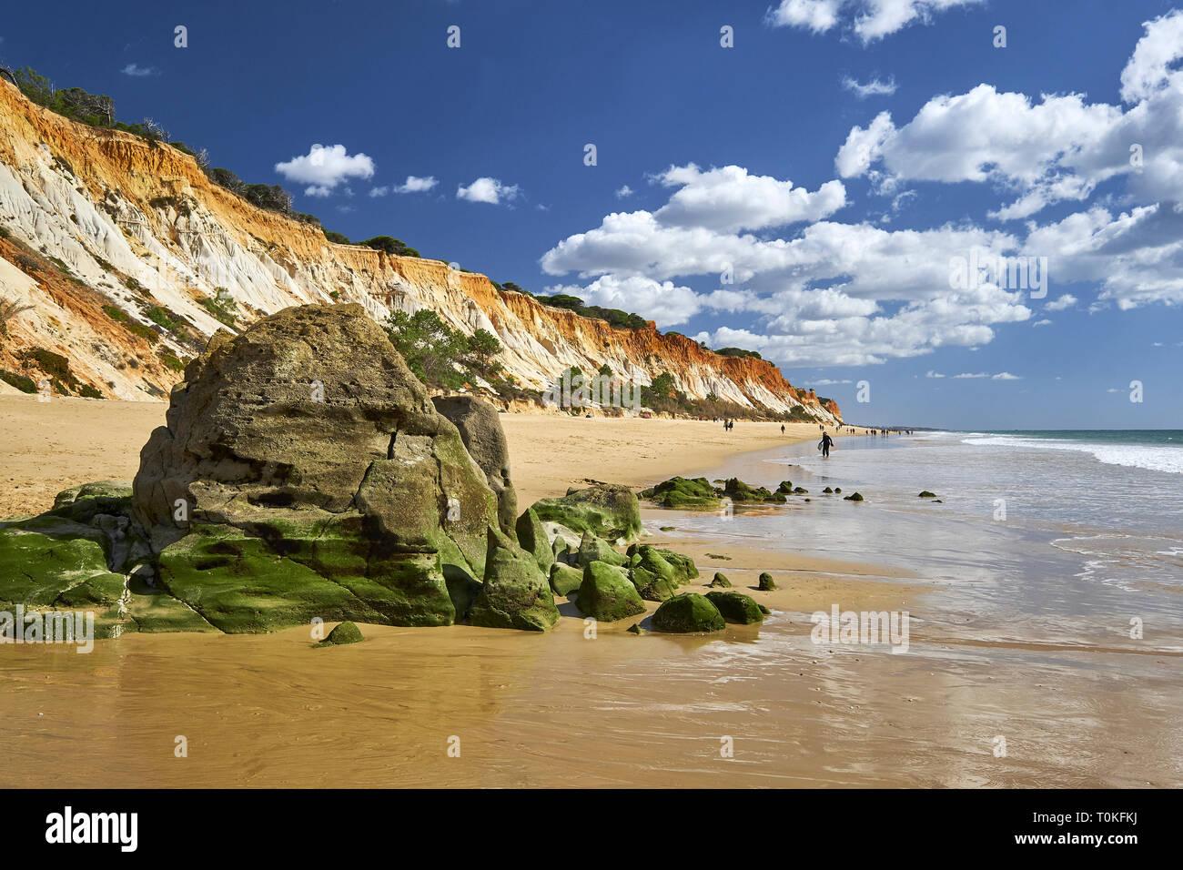 Praia da Falésia (Praia do Barranco das Belharucas), Vilamoura, Quarteira, Faro, Algarve, Portugal Foto de stock