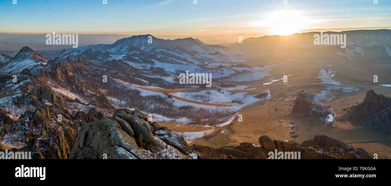 Puesta de sol en Suiza mongol, Gorkhi-Terelj Parque Nacional, Mongolia Foto de stock