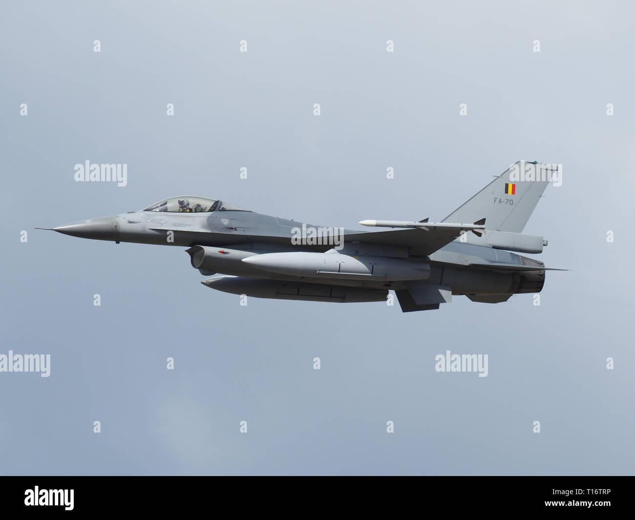 Kleine-Brogel, Bélgica - 8 de septiembre de 2018: F-16 de la Fuerza Aérea Belga durante un festival aéreo. Foto de stock