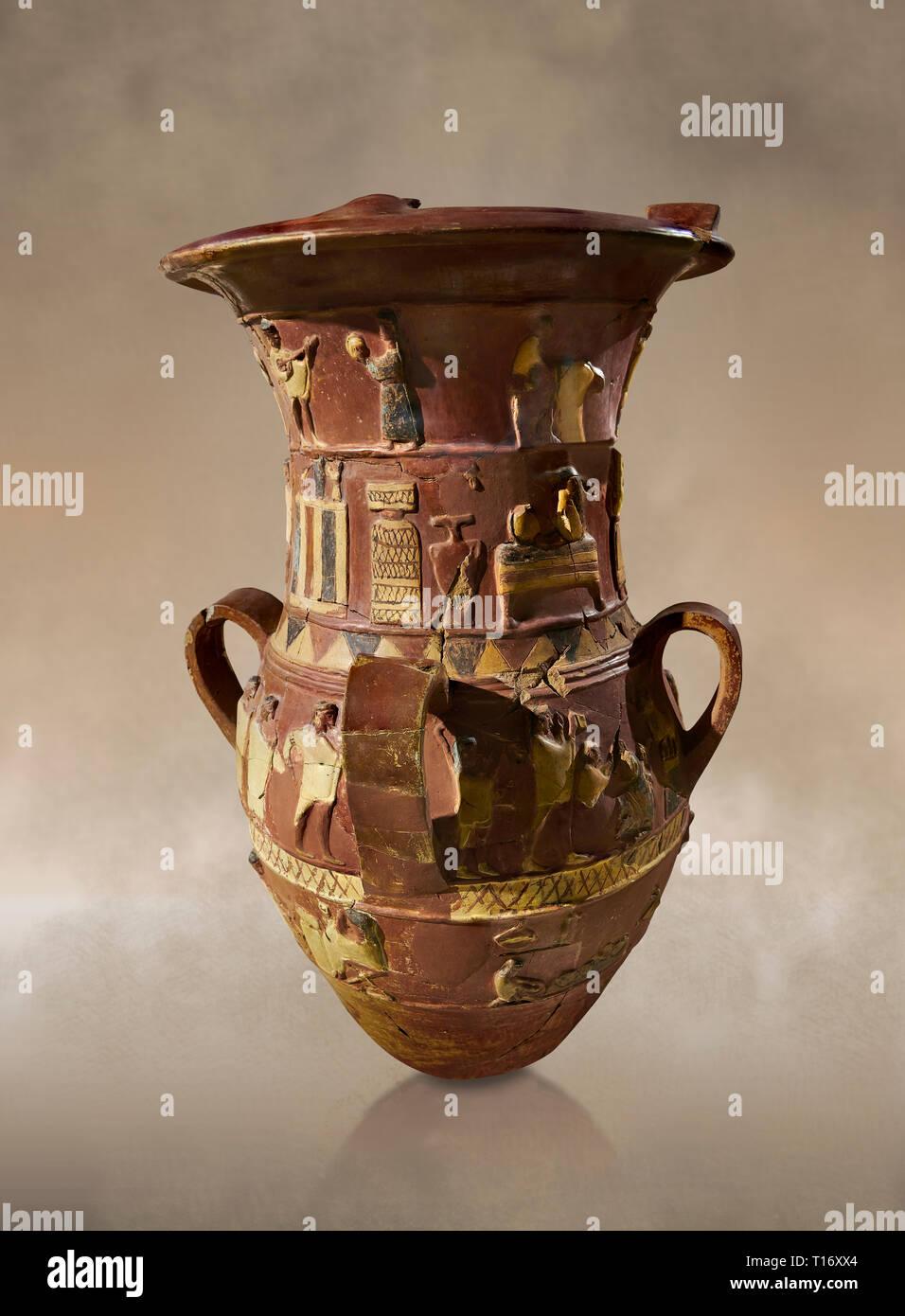 Socorro hitita Inandik decorado libación culto jarrón con cuatro frisos con figuras decorativas en forma de crema, de color rojo y negro. En la parte superior de regist Foto de stock