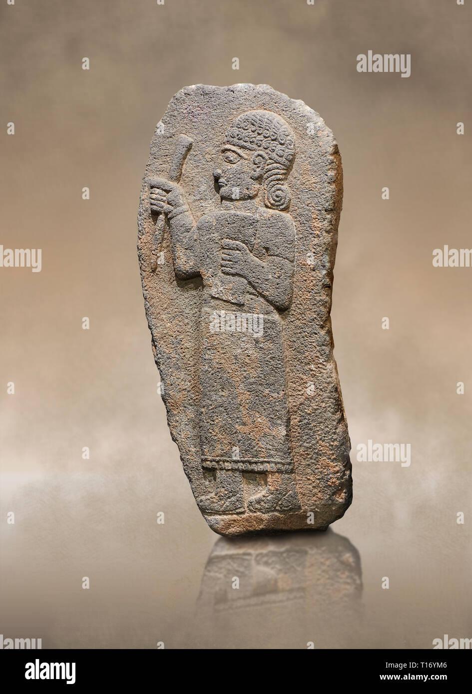 Hitita alivio monumental escultura de una Figura sosteniendo un documento. Museo de Arqueología de Adana, Turquía. Imagen De Stock
