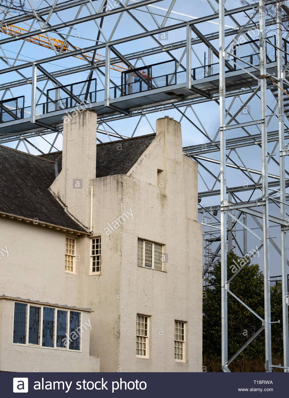 Hill House en Helensburgh durante la construcción del proyecto 'Caja' para facilitar el secado de la fachada del edificio. Consta de un bastidor de acero protectora struct Imagen De Stock