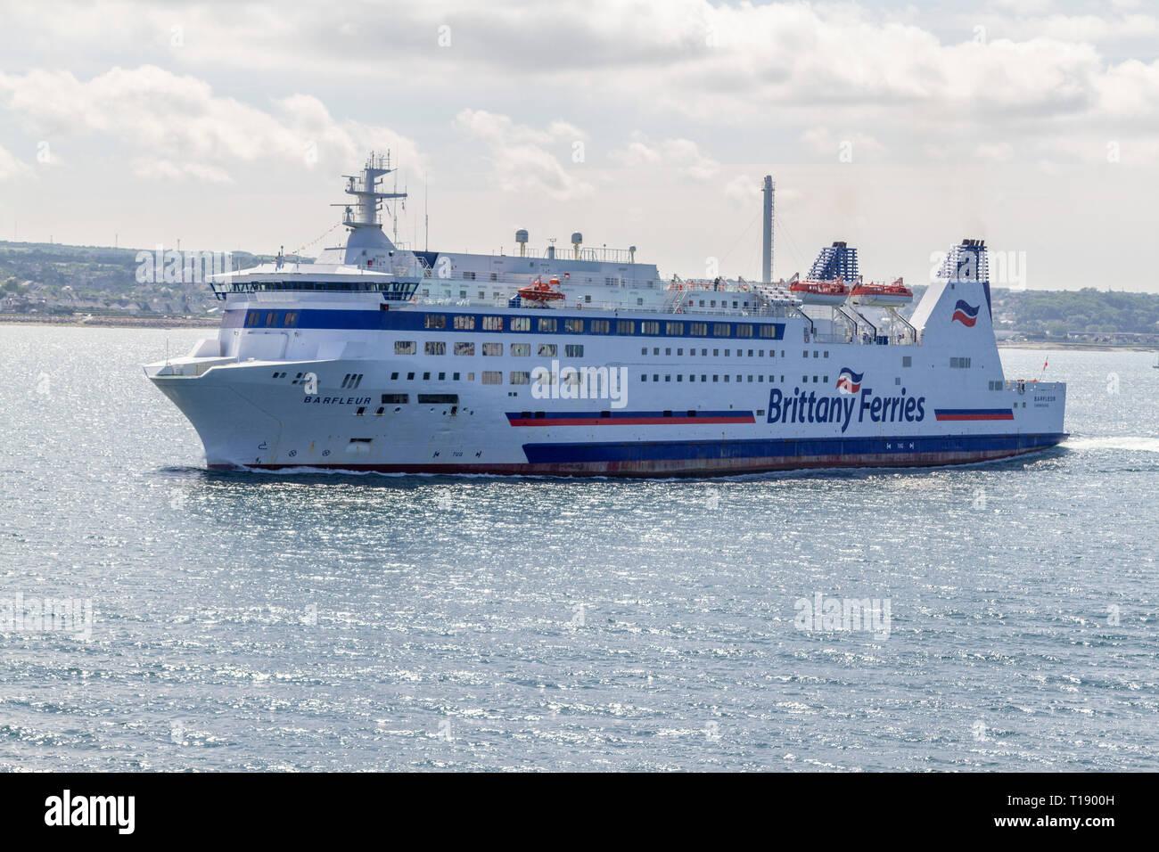 El Barfleur Brittany Ferries que llegan desde Poole, Reino Unido en Cherbourg Harbor (Francés: rada de Cherburgo, la península de Cotentin, Francia. Foto de stock