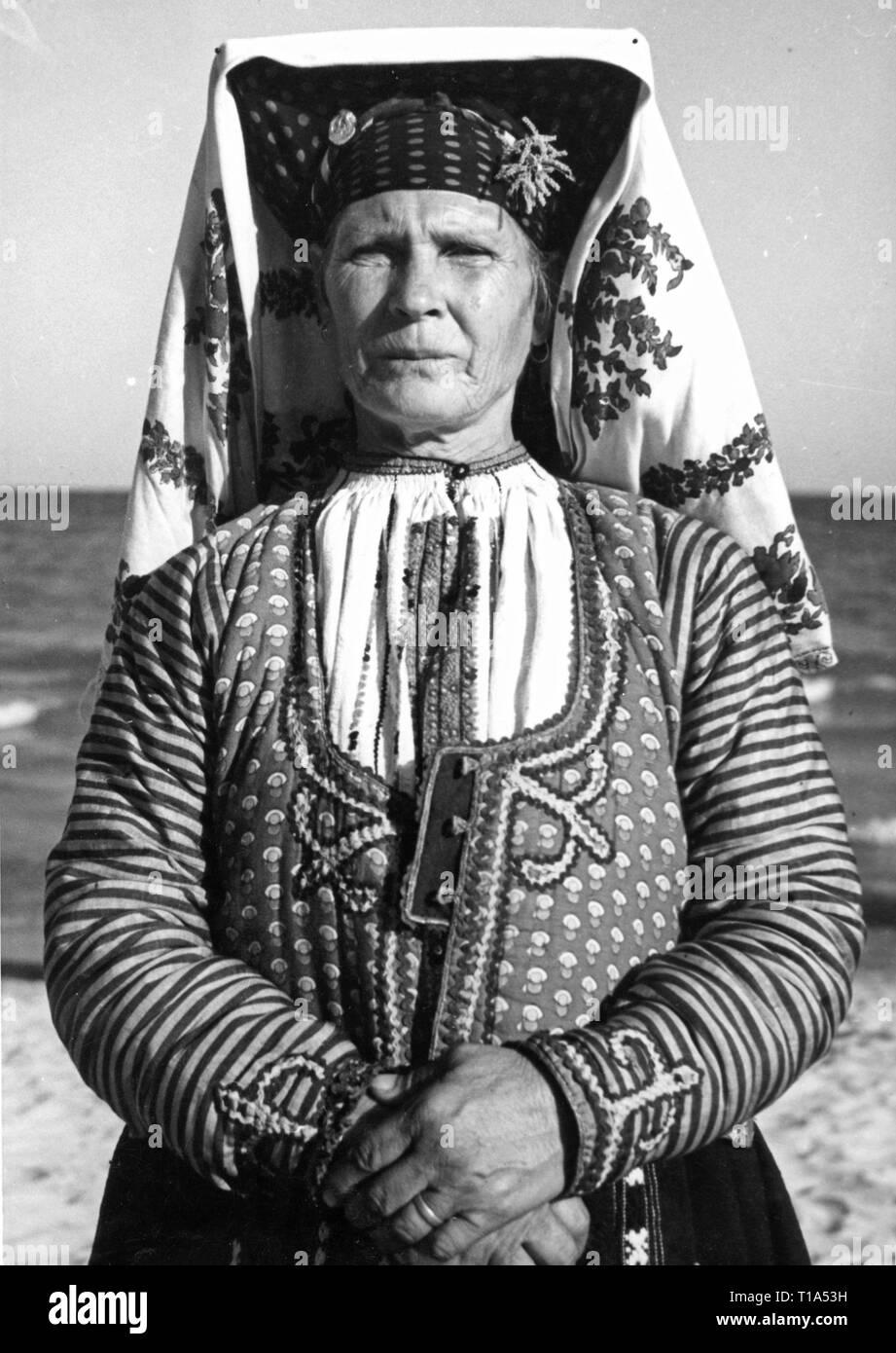 Geografía / viajes históricos, Bulgaria, el folclore, la mujer búlgara en el traje nacional, circa 1935-Clearance-Info Additional-Rights-Not-Available Imagen De Stock