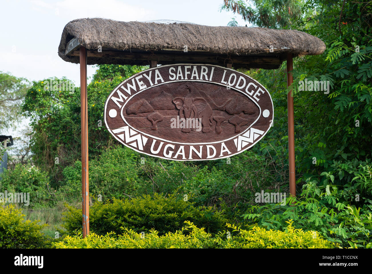 Letrero de Mweya Safari Lodge en el Parque Nacional Queen Elizabeth en el sudoeste de Uganda, África Oriental Imagen De Stock