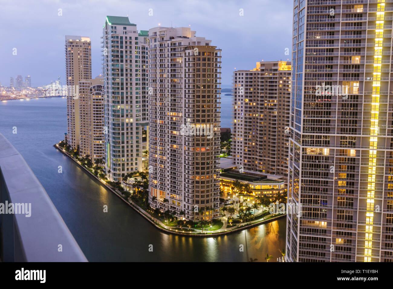 Miami Florida, Brickell Key, vista desde Epic, hoteles, edificios, horizonte de la ciudad, condominios, rascacielos, edificios altos rascacielos rascacielos Foto de stock