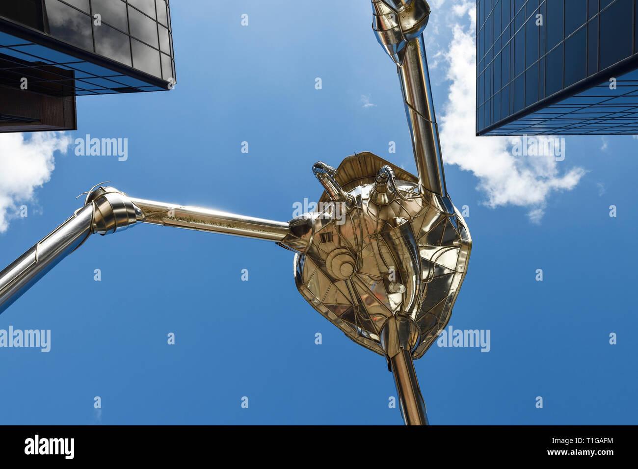 Cerrar detalle de Woking Martian trípode escultura diseñada por Michael Condron en el centro de la ciudad de Woking Surrey, Reino Unido Foto de stock