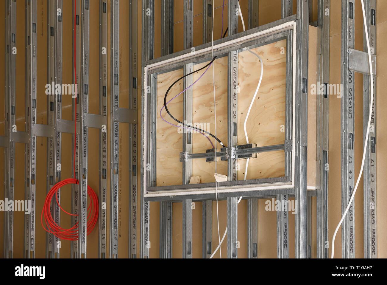 Gypframe perfiles de metal utilizado para tabiques internos en montar una oficina en el REINO UNIDO Foto de stock