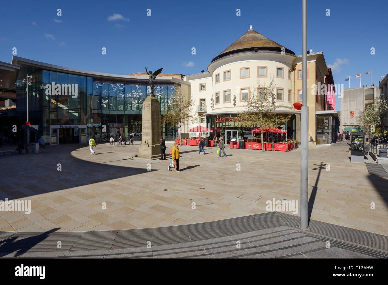 Jubileo Square en el centro de la ciudad de Woking (Surrey, Reino Unido Foto de stock