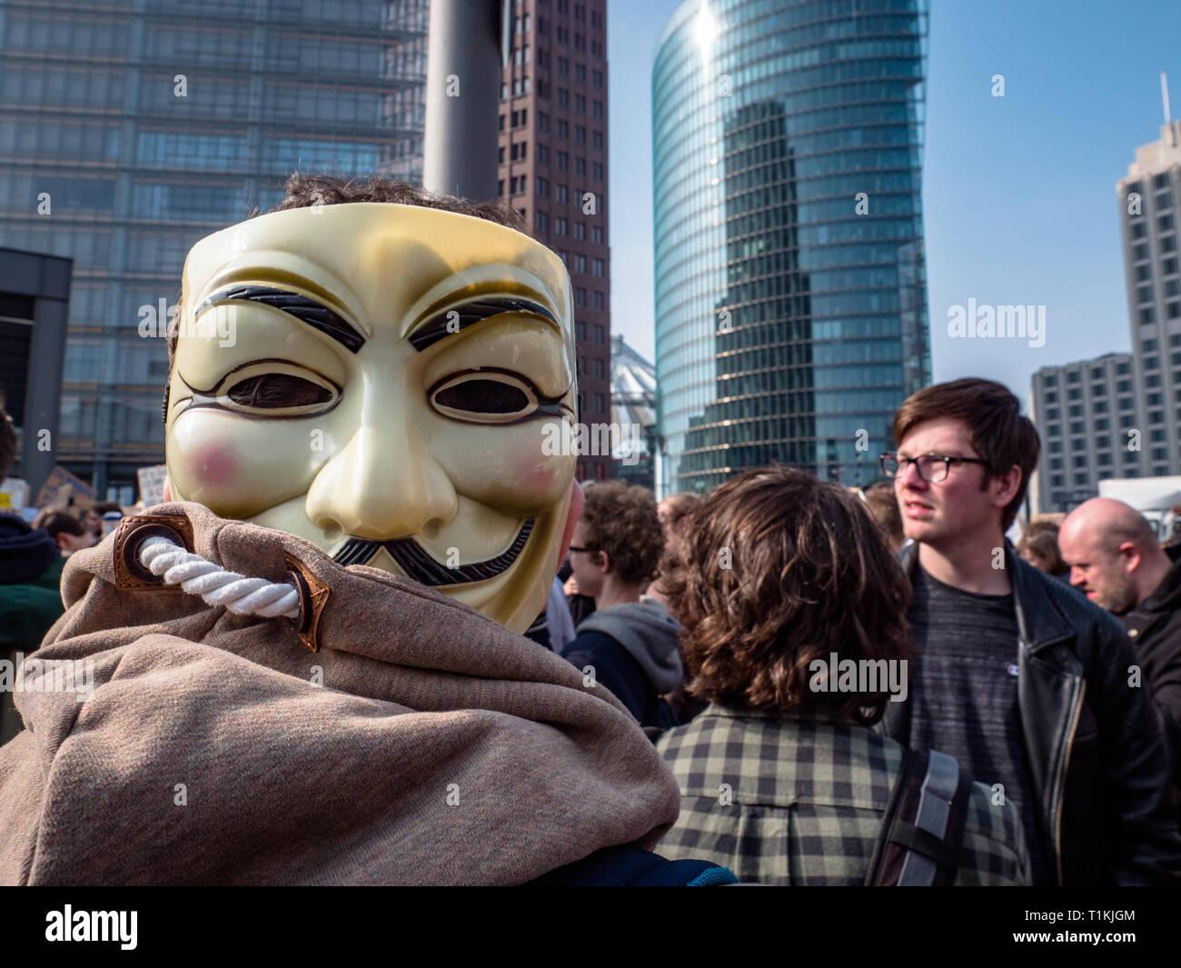 Berlin, Alemania - 23 de marzo de 2019: Manifestación contra la UE copyright Internet / reforma el artículo 11 y el artículo 13 en Berlín, Alemania Foto de stock