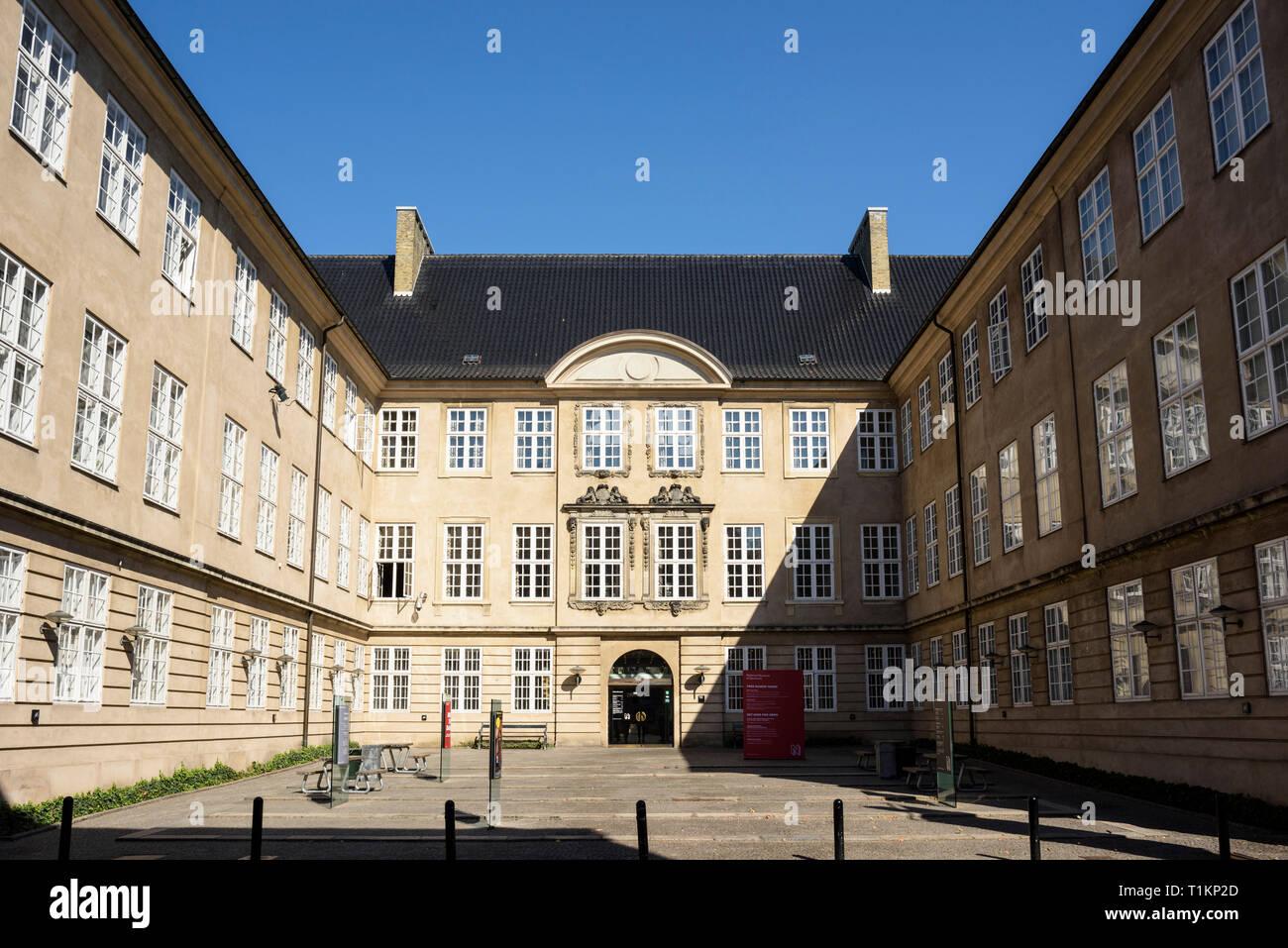 Copenhague. Dinamarca. Exterior del Museo Nacional de Dinamarca alojamiento colecciones históricas y etnográficas, situado en el Palacio del Príncipe, construido Foto de stock