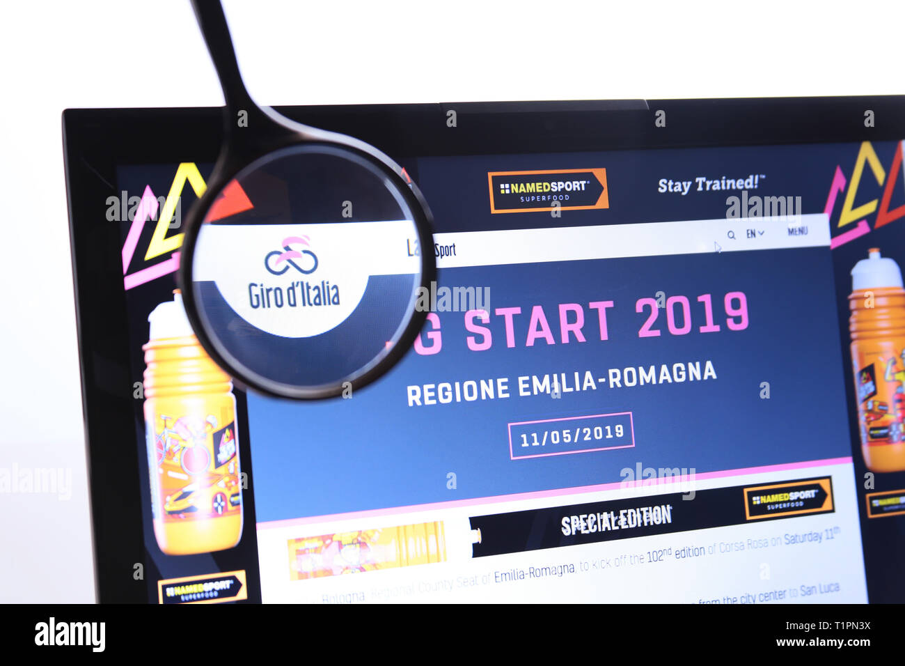 Bolonia, Italia - 26 de marzo de 2019: Sitio Web Editorial ilustrativa del Giro d'Italia logotipo visible en pantalla. Imagen De Stock