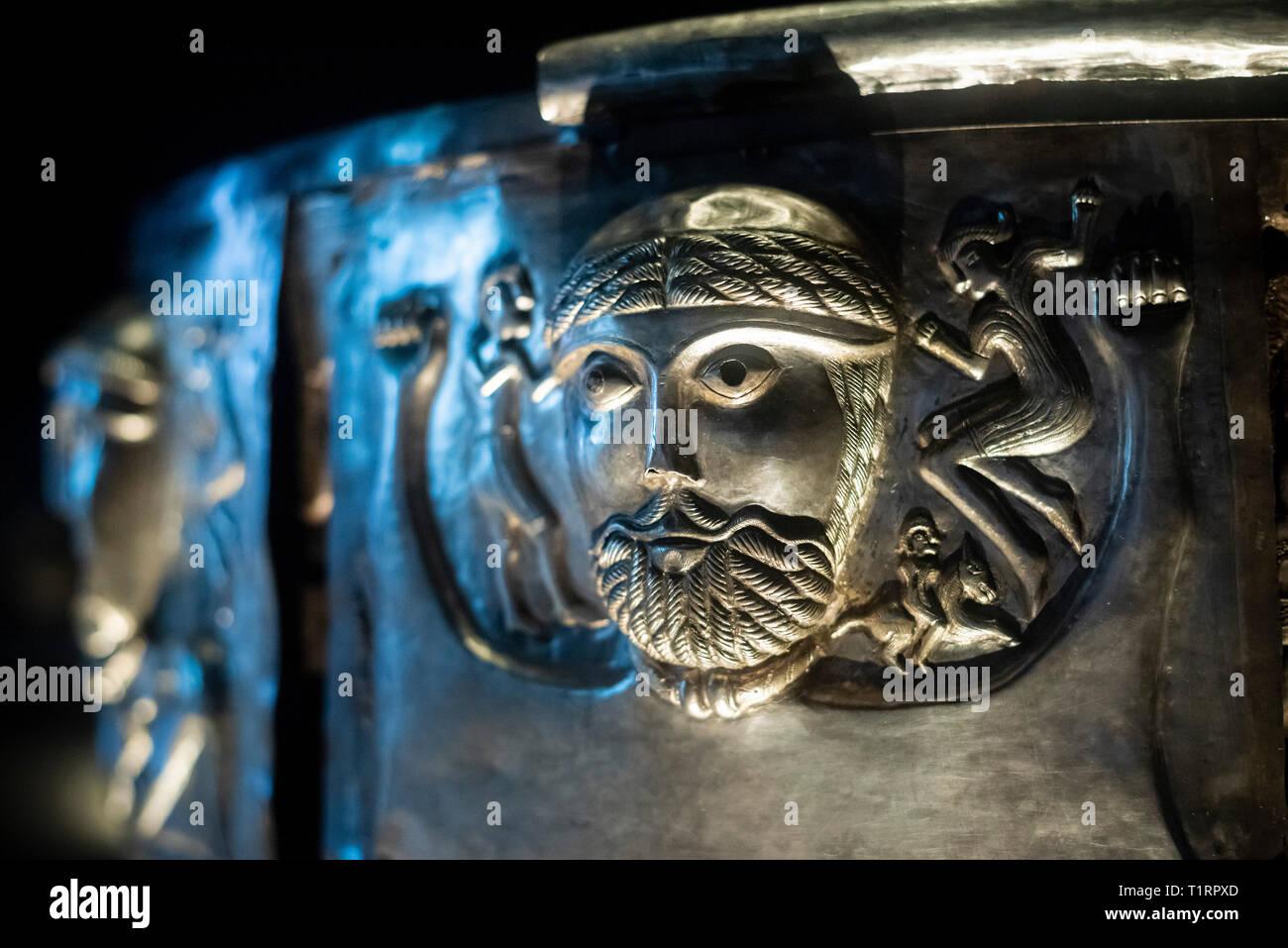 Copenhague. Dinamarca. El caldero de Gundestrup, ricamente decorado Silver Bowl, el Museo Nacional de Dinamarca. Detalle de la placa exterior c. La Gundestrup c Foto de stock