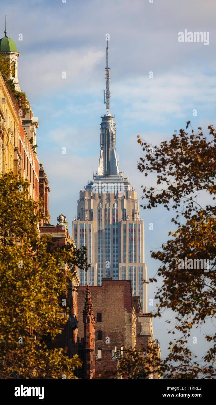 El edificio del Empire State, en Nueva York, Estado de Nueva York, EE.UU.. Los 102 pisos del edificio Art Decó diseñado por la firma arquitectónica Shreve, Lamb & Harmon Imagen De Stock